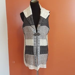 BKE the buckle knit crochet detail vest size M